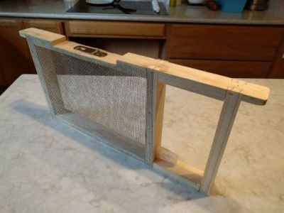In-hive Queen Isolation/Introduction Deep Langstroth Frame