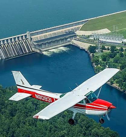 Cessna 172 flying over Strom Thurmond Dam